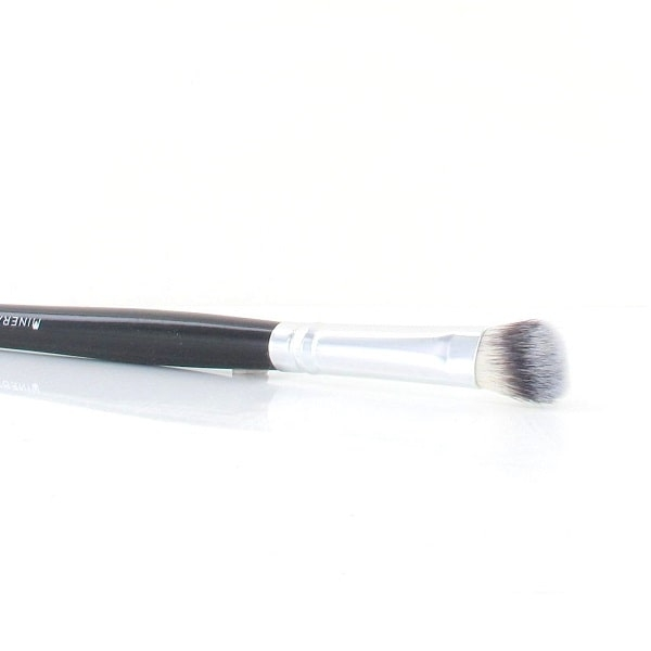 Classic eyeshadow brush