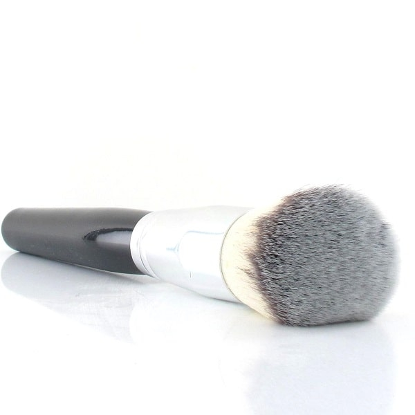 Fluffy makeup powder brush