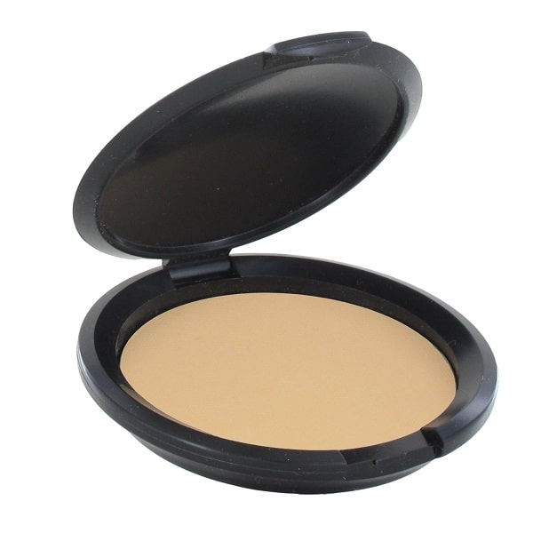 Compact foundation Nellie contains natural ingredients