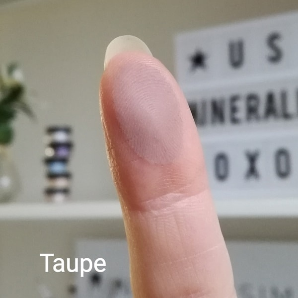 Taupe eyeshadow swatch